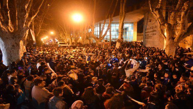 Una multitud se concentró el miércoles ante las puertas del Hospital Vilela para apoyar al pequeño Benjamín.