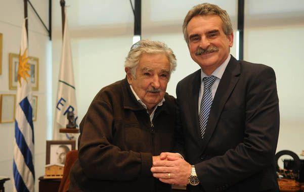 Respaldo. Agustín Rossi se reunió con el presidente José Mujica.