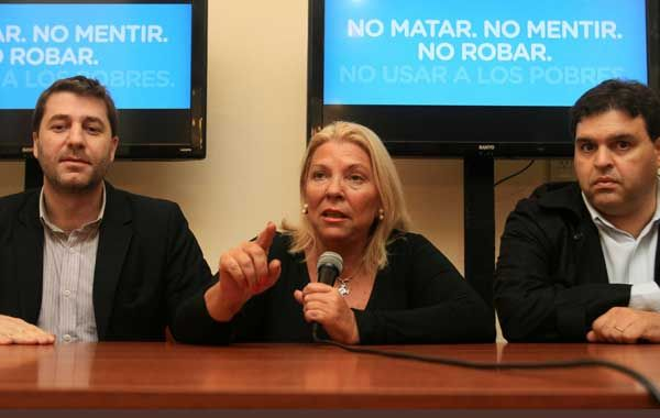 Carrió publicó en Twitter un alerta para que los fiscales no abandonen las mesas.