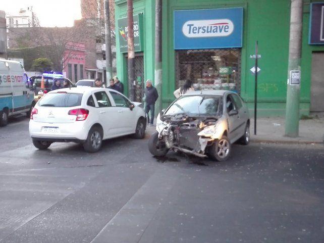 Mendoza y Francia. Los vehículos terminaron con importantes daños.