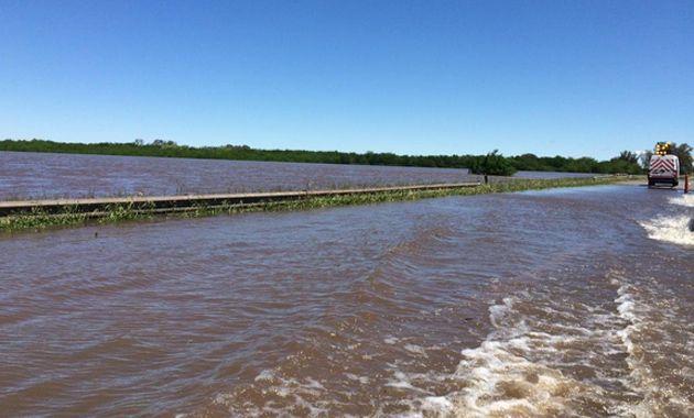 Evalúan cortar la autopista a Buenos Aires por el desborde del río Areco