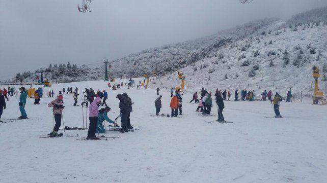 Por fin. Al inicio de la semana comenzaron a caer copiosas nevadas que cubrieron los principales centros barilochenses.