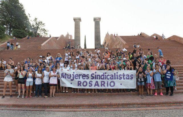 Las mujeres sindicalistas eligieron las escalinatas del parque España para montar ayer una radio abierta