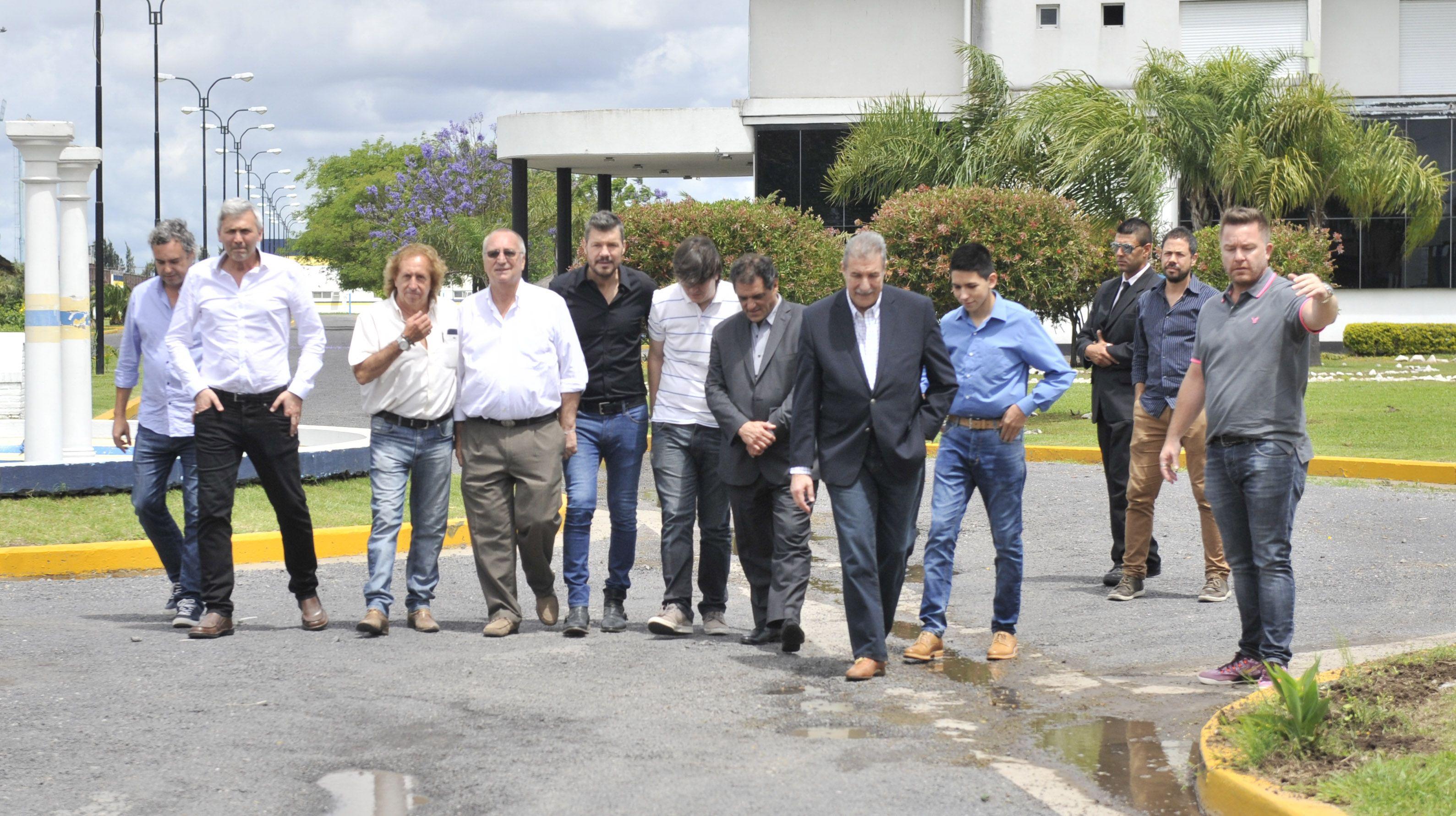Los dirigentes del club de Arroyito y del parque Independencia hicieron público ayer su apoyo a Tinelli (Foto: V. Benedetto)