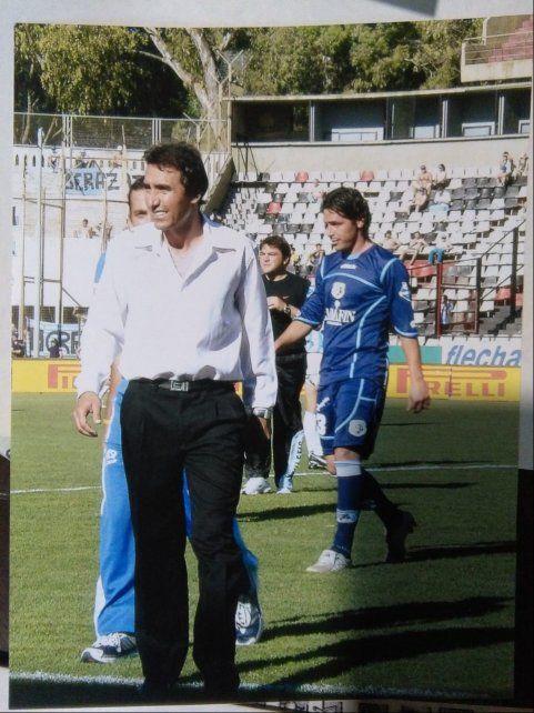 Con Tiro Federal. Juan Rossi dirigió a los tigres de Ludueña cuando estuvo en Primera división.