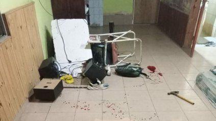 Pensó que entraban a robar y terminó atacando a martillazos a su compañero de casa