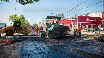 Paraná. Se realizan obras en distintos puntos de la ciudadPor fin llegaron las obras a mi bendita ciudad de Paraná. Es para destacar la cantidad de calles que se están asfaltando en todos lados. Bien por la municipalidad y felices los ciudadanos. Andrea.