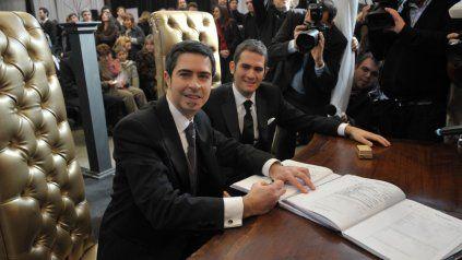A poco de sancionarse la ley de matrimonio igualitario, los primeros en casarse en Rosario en 2010 fueron Martín Peretti Scioli y Oscar Marvich.