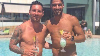 Espera. Messi continúa de vacaciones en Ibiza junto a su amigo Luis Suárez.