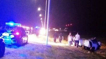 Violento vuelco en el acceso al aeropuerto de Sauce Viejo