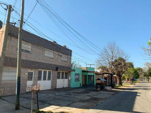 Ramón Fretes fue asesinado en el taller de herrería que tenía contiguo a su casa de dos plantas. Tres hombres lo increparon para robarle