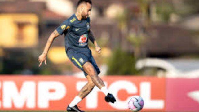 Neymar estaría en una línea de tres volantes ofensivos