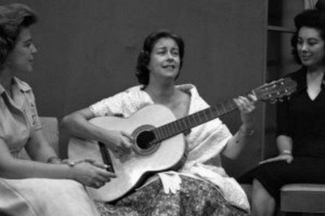 El tributo a Chabuca Granda con voz de mujer