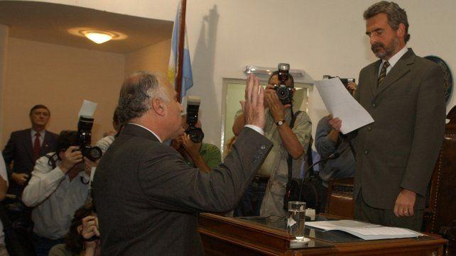 Lifschitz jura como intendente de Rosario el 10 de diciembre de 2003 en el Concejo. Lo haría nuevamente en 2007.