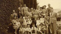 Ramón García, al centro, ya con sus hijos e hijas, y nietos.