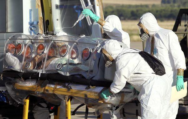 Un paciente español es trasladado tras contraer el virus en Liberia.