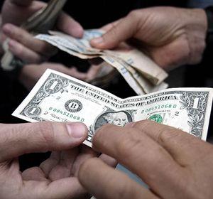 El Central puso un cepo al ahorro en dólares.