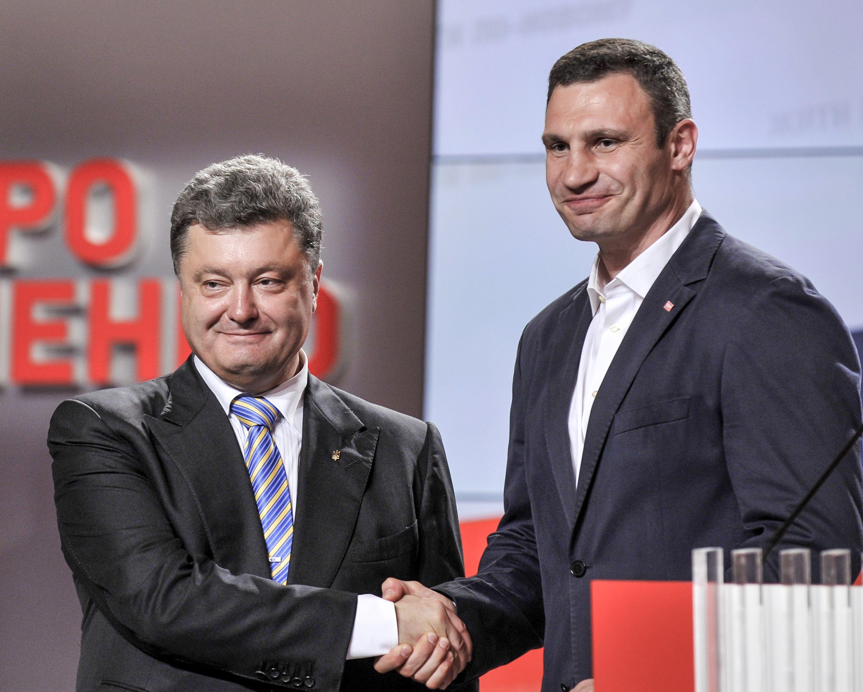 Poroshenko se saluda con Klitschko