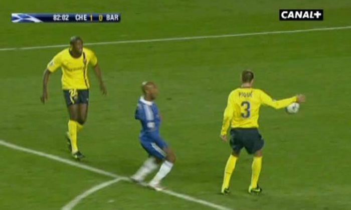 Didier Drogba avergüenza a Inglaterra con sus histriónicas protestas