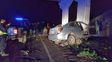 El auto donde falleció el agente cuando se estrelló contra la columna
