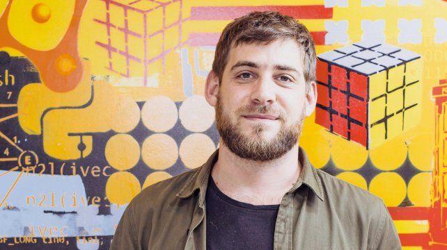 Sebastián Bortnik: perspicacia y afabilidad, en busca de respuestas necesarias.