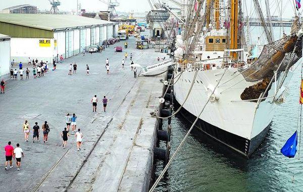 Los marinos de la fragata serán denunciados hoy por desacato.