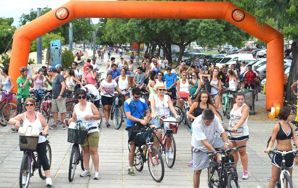 Pedaleando. Una de las tantas actividades organizadas por el municipio para fomentar el uso de la bicicleta.