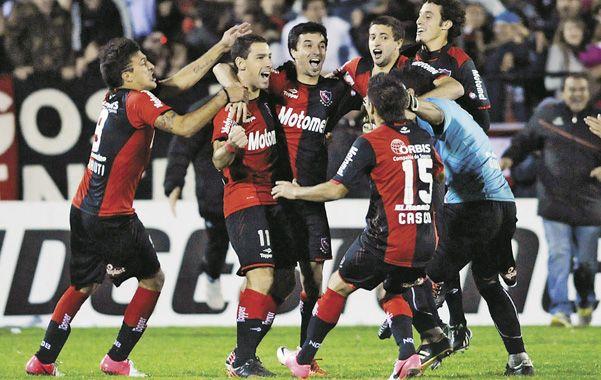 Locura. Todos los abrazos para Maxi Rodríguez