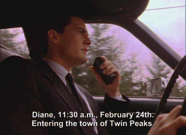 El momento en que el agente del FBI Dale Cooper revela cuándo llega a Twin Peaks.