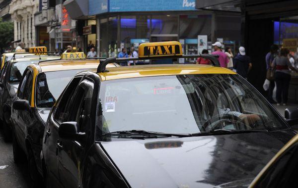 Los taxistas aguardan el aumento de la tarifa para paliar la crisis económica.