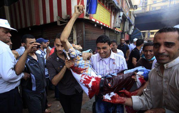 De nuevo. El Cairo volvió a ser escenario de represión y enfrentamientos armados entre islamistas y policías.