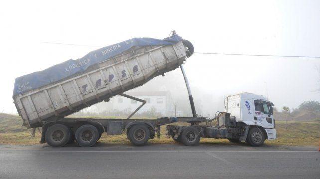 El vehículo que arrolló la pasarela. La compañía de seguro afrontó los gastos de reconstrucción