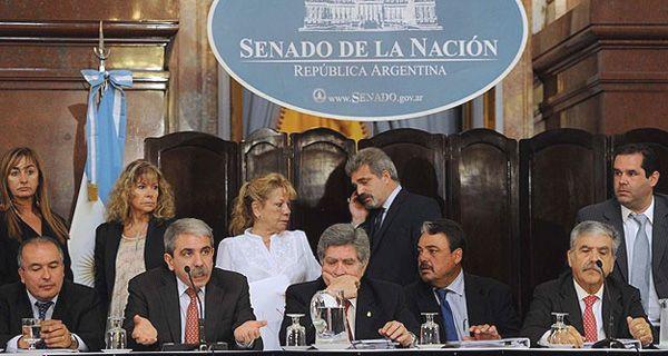Las acciones de YPF perdieron 28,65 % en Buenos Aires y 32,72 % en Wall Street
