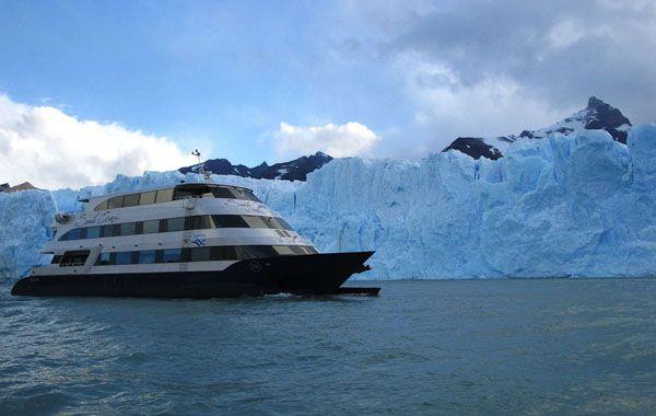Una postal fantástica con los glaciares de fondo.