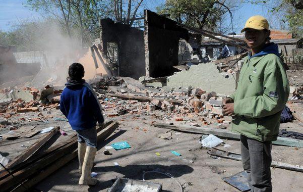 La ira de los conocidos de la víctima. La vivienda del sindicado autor del crimen fue incendiada y destrozada.