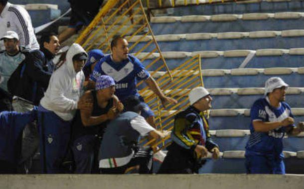 Violentos. La barra de La Pandilla habría actuado el jueves en Vélez.