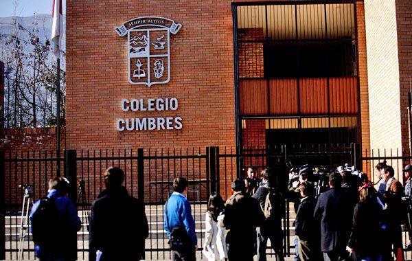 Un sacerdote irlandés es acusado por abusar de una alumna menor de edad en el prestigioso Colegio Cumbres