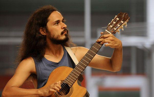 Original. Juani se acerca a la canción latinoamericana con una visión personal.