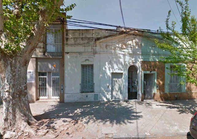 El frente de la vivienda donde fue hallado sin vida este matrimonio mayor. (Foto: captura de Street View)
