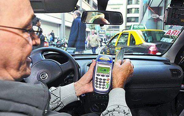 Los taxistas plantearon dudas ante el proyecto del pago con tarjeta.