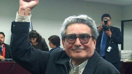 Foto del 5 de noviembre de 2004 durante la presentación de Guzmán ante un tribunal civil de Perú.