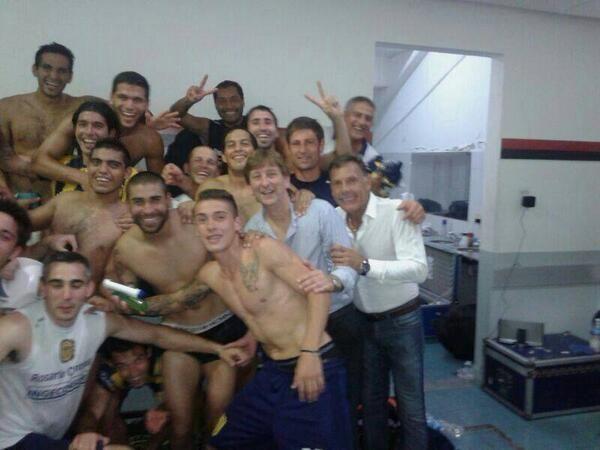 La delegación canalla disfruta de la victoria de visitante ante el clásico rival. (Fuente: Twitter)