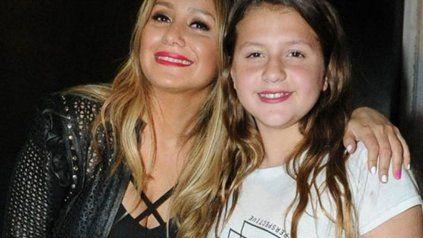 Karina junto a su hija Sol.