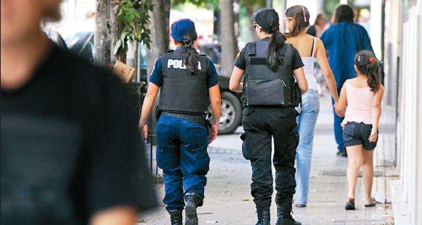 Tiene que haber un mayor protagonismo de la sociedad incluso en el control de la policía