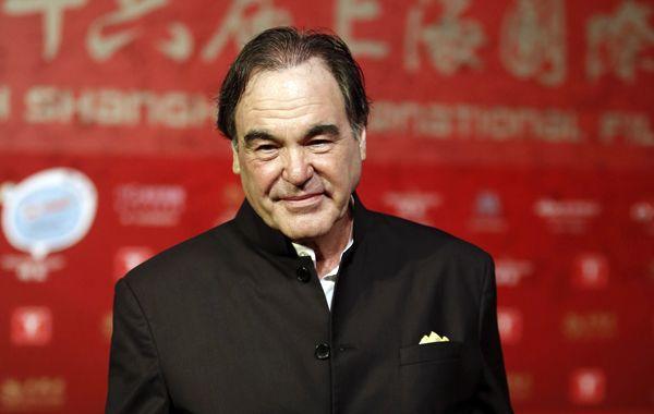 Stone en su arribo al Festival de Cine de Shanghai