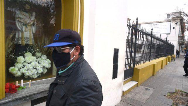 Con la iglesia cerrada y sin vendedores ambulantes, una postal diferente en San Cayetano