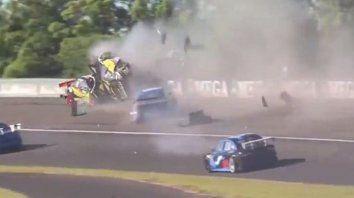 El Dipy protagonizó un espectacular accidente múltiple en el Top Race Junior