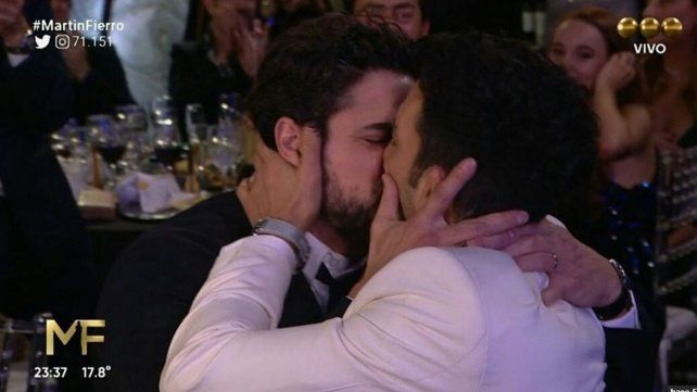 Sabrina Rojas reveló secretos del beso entre Luciano Cáceres y Juan Minujín