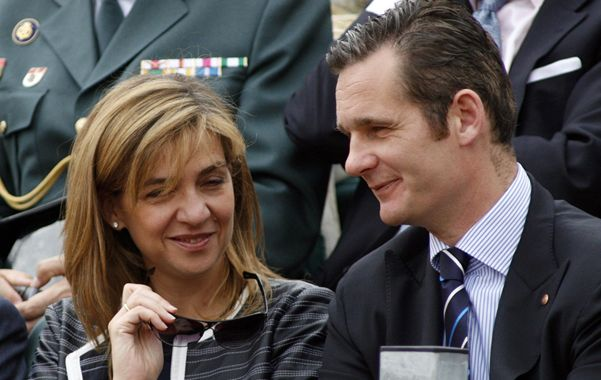 Otra época. Cristina y su esposo durante un torneo de tenis en Barcelona. Podría ser condenada a 11 años de prisión.