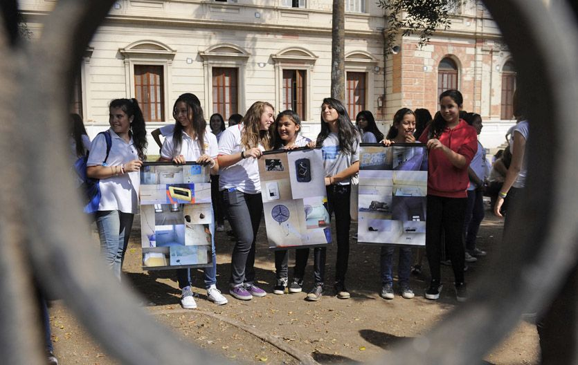 Fotos. Los jóvenes mostraron las deficiencias a través de pancartas.